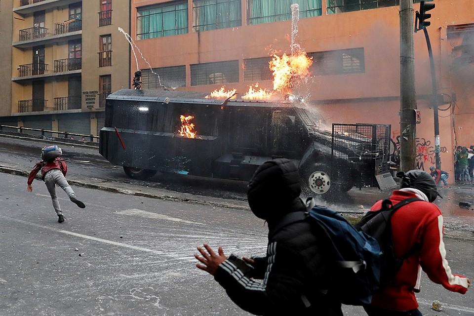 В Эквадоре протестные акции, вызванные решением отменить топливные субсидии, не прекращаются уже шестой день