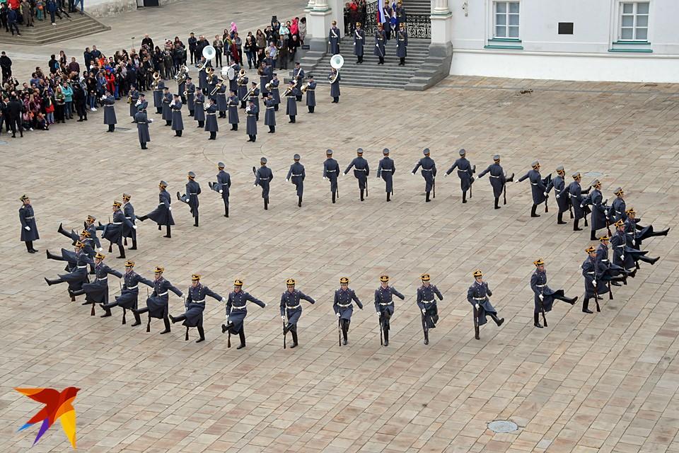 В Москве на Соборной площади прошла последняя в этом году церемония развода караулов