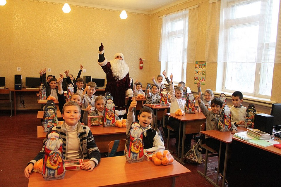Как «Комсомолка» поздравляла детей прифронтовых поселков предыдущие два года