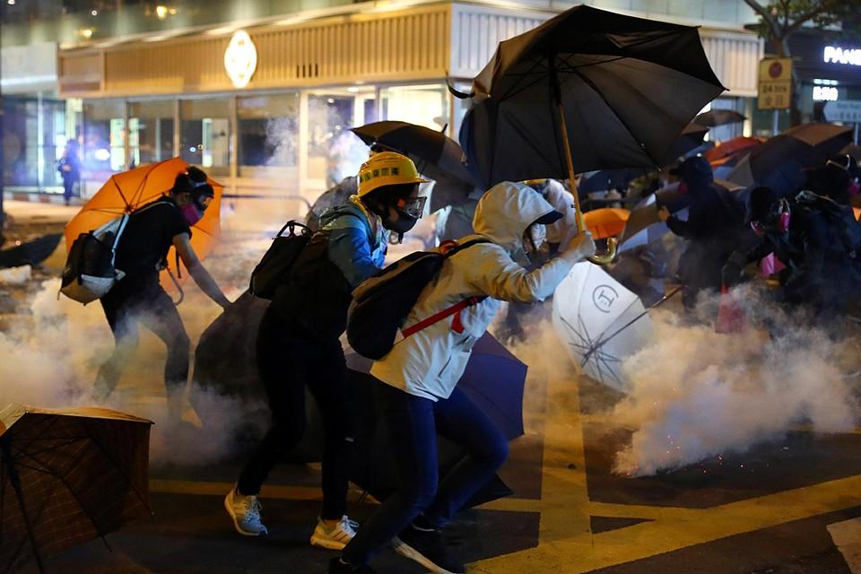 Во время массовых беспорядков в Гонконге накануне задержали более 150 участников