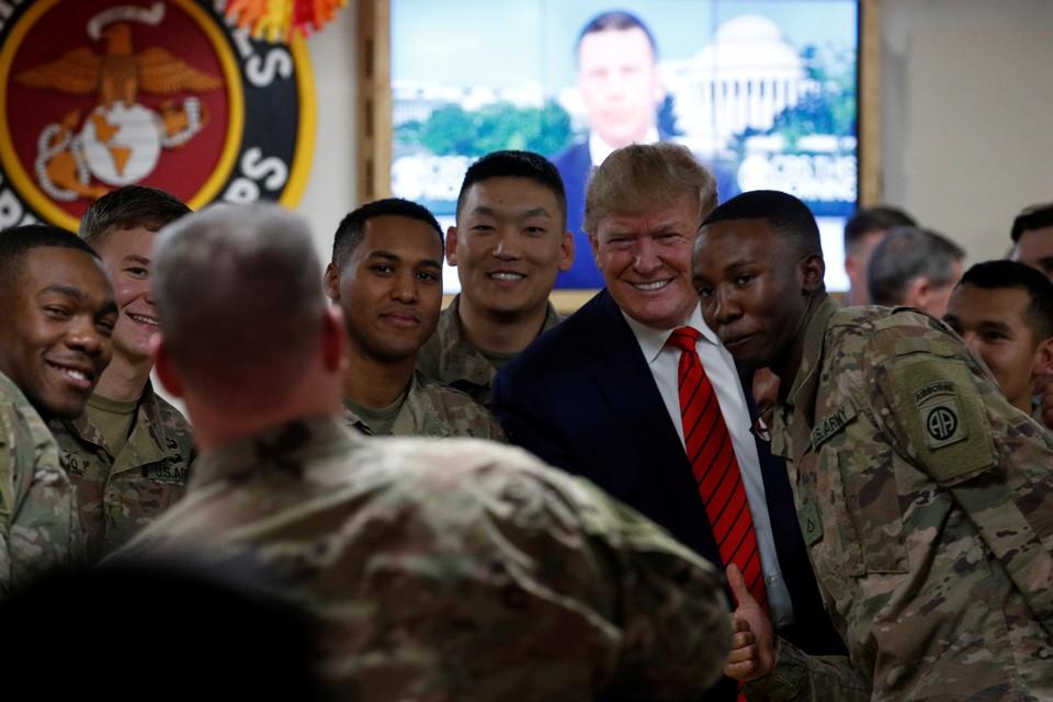 В канун Дня благодарения Дональд Трамп совершил неожиданный визит на одну из баз армии США в Афганистане.