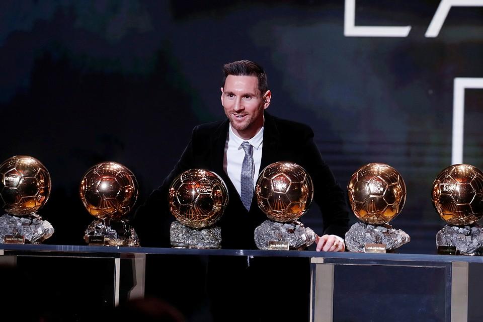 Журнал France Football назвал лучшего футболиста года. Им стал капитан «Барселоны» Лионель Месси. Для него это шестой «Золотой мяч» в карьере, аргентинец – единоличный рекордсмен по числу наград