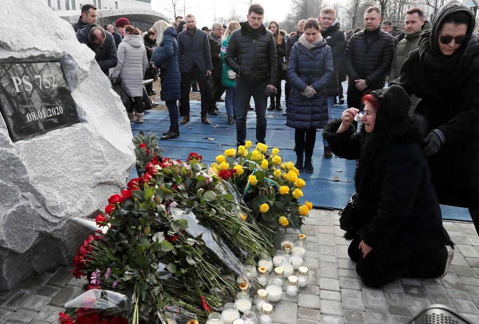 На сороковой день со дня трагической гибели пассажиров и экипажа украинского лайнера, сбитого под Тегераном, в аэропорту Борисполь заложили сквер памяти жертв катастрофы.