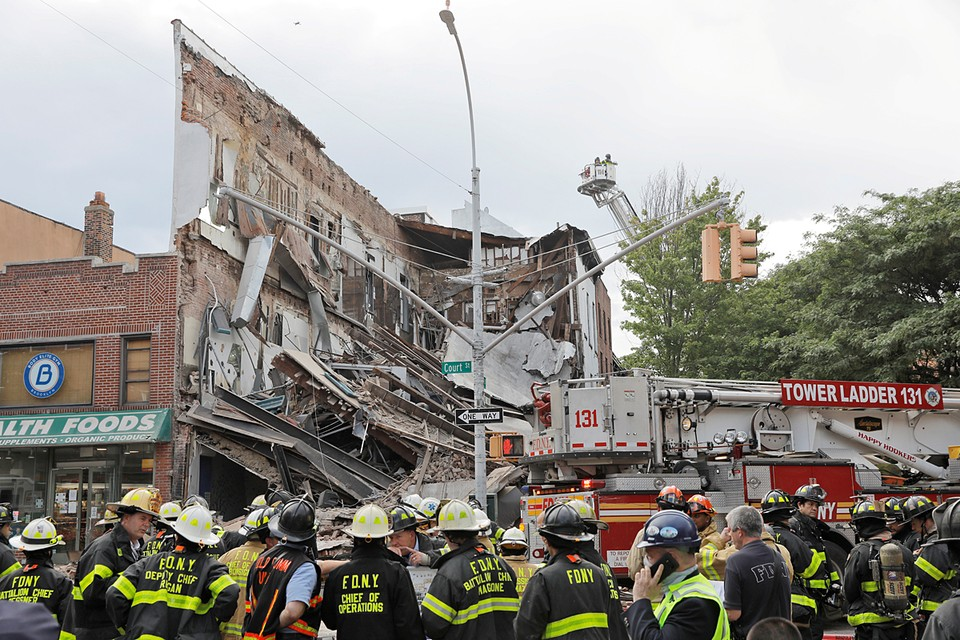 В нью-йоркском Бруклине обрушилось трехэтажное здание, один человек пострадал