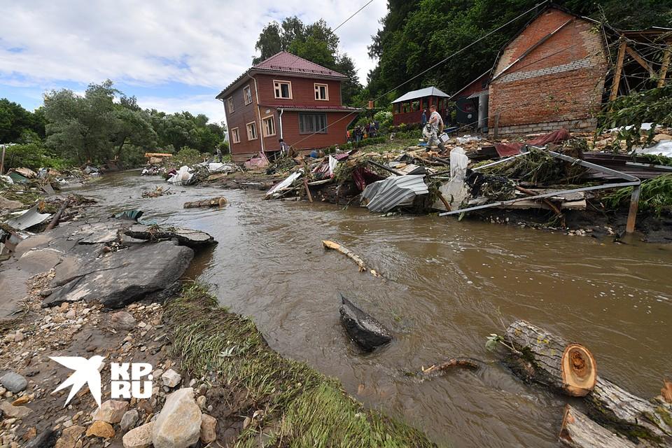 Последствия наводнения в подмосковной Рузе