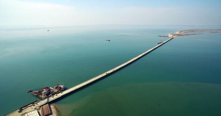 """Мост, соединивший Таманский полуостров и остров Тузла  Фото: пресс-служба """"СГМ-Мост"""""""
