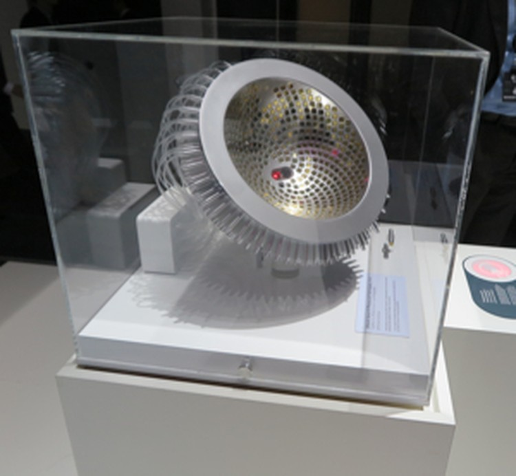 Вот так выглядит сам аппарат, который исследует грудь