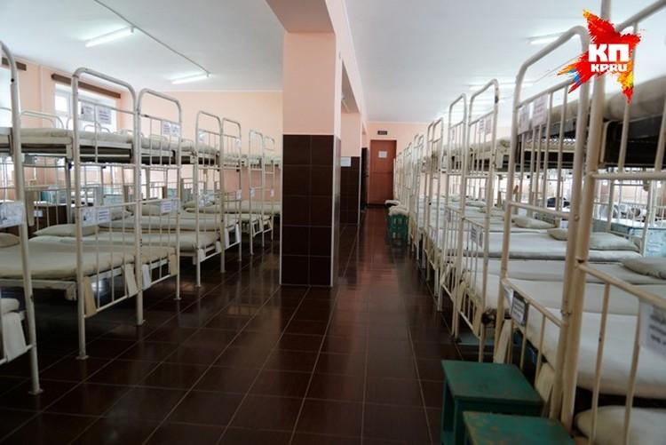 Расположение, где живет Дмитрий Лошагин в колонии, больше напоминает армейскую казарму