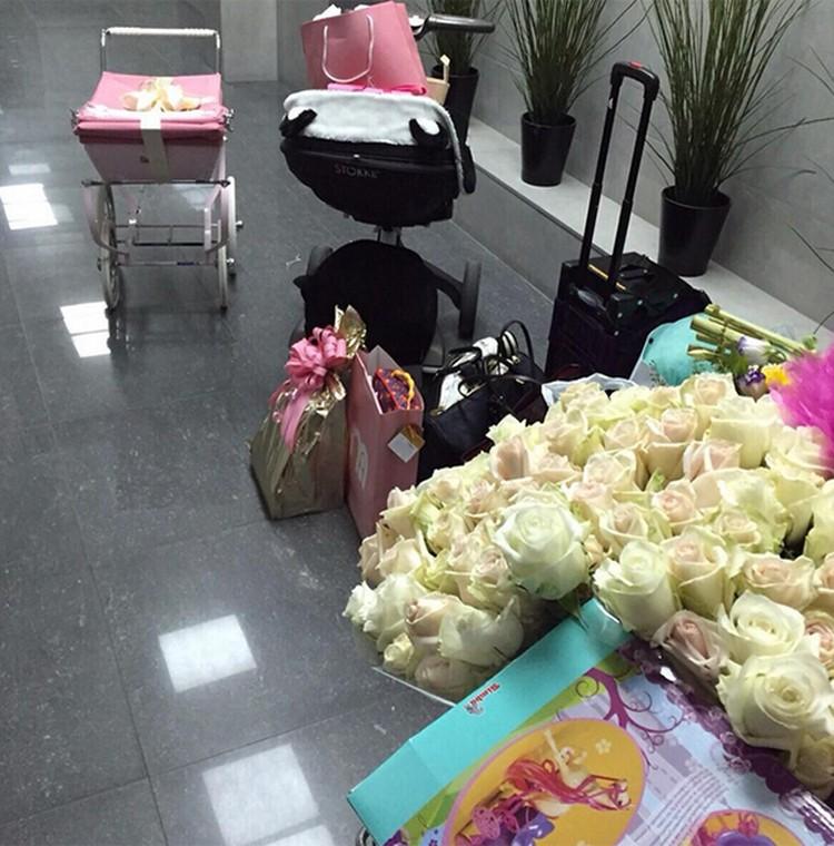 Отец младшей дочери МакSим в день рождения малышки осыпал певицу подарками и цветами