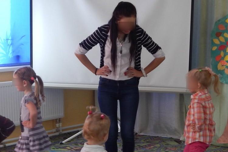Днем Анна работала в детском саду...