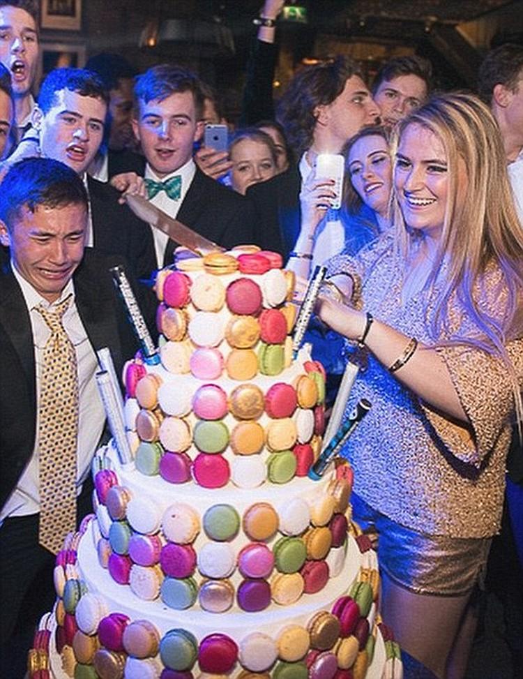 Хотя еще год назад ела тортики без ограничений. На фото - вечеринка в честь 18-летия Софьи Абрамович. Фото: Инстаграм.