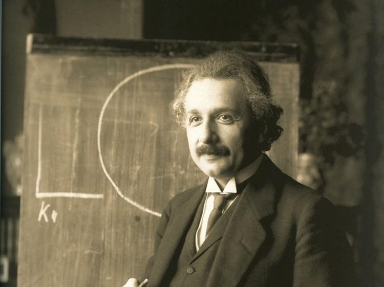 Дело идет к тому, что Эйнштейн кругом прав: надо решать его уравнения и горя не знать.