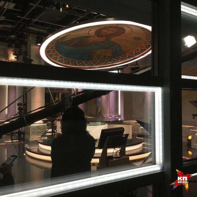 Над студией парит 12-метровый купол с ликом Спасителя