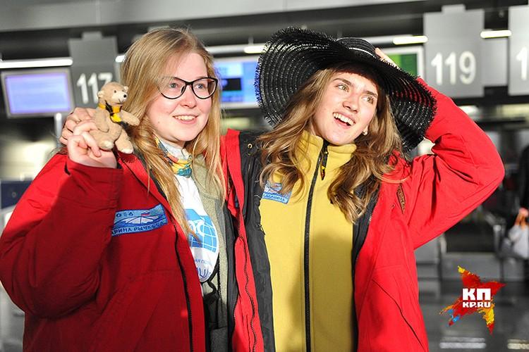Помимо необходимых вещей, девчонки взяли с собой медвежонка и соломенную шляпку. Шляпка - талисман одной из участниц. Ну а медведь - на тот случай, если не удастся увидеть реального.
