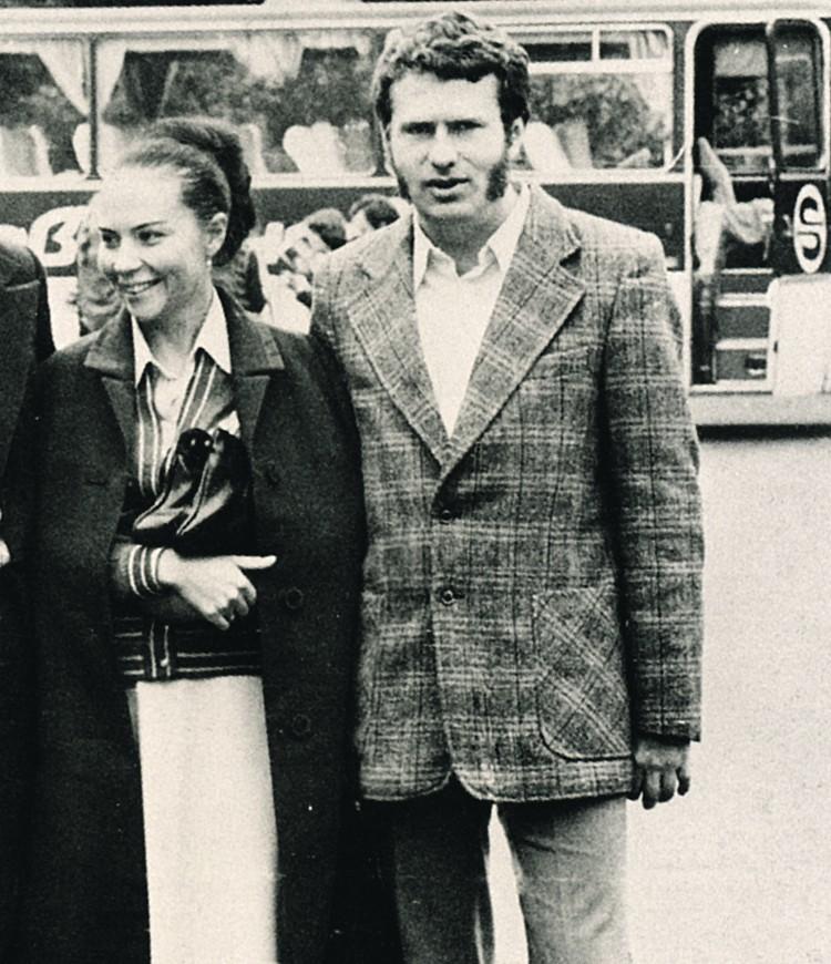 Востоковед Владимир Жириновский влюбился в свою будущую жену, красавицу-биолога Галину Лебедеву, еще в студенческом лагере МГУ