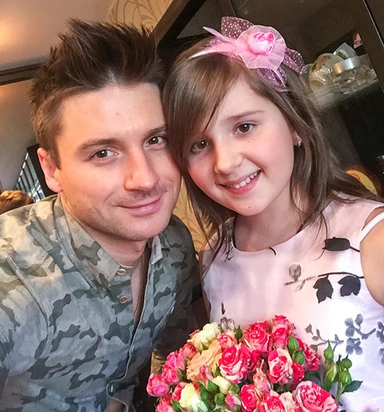 Моя племянница Алина заменяет мне дочь, - признается в своих интервью 33-летний артист