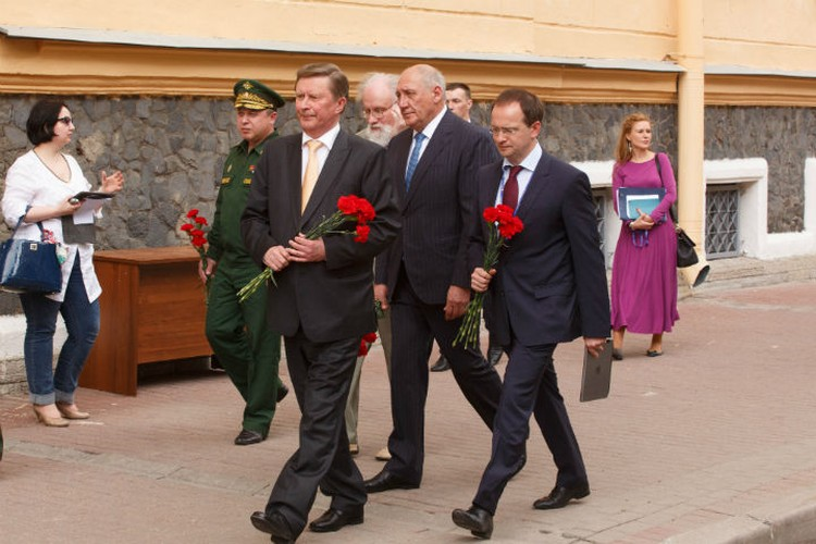 В открытии участвовали Сергей Иванов и Владимир Мединский.