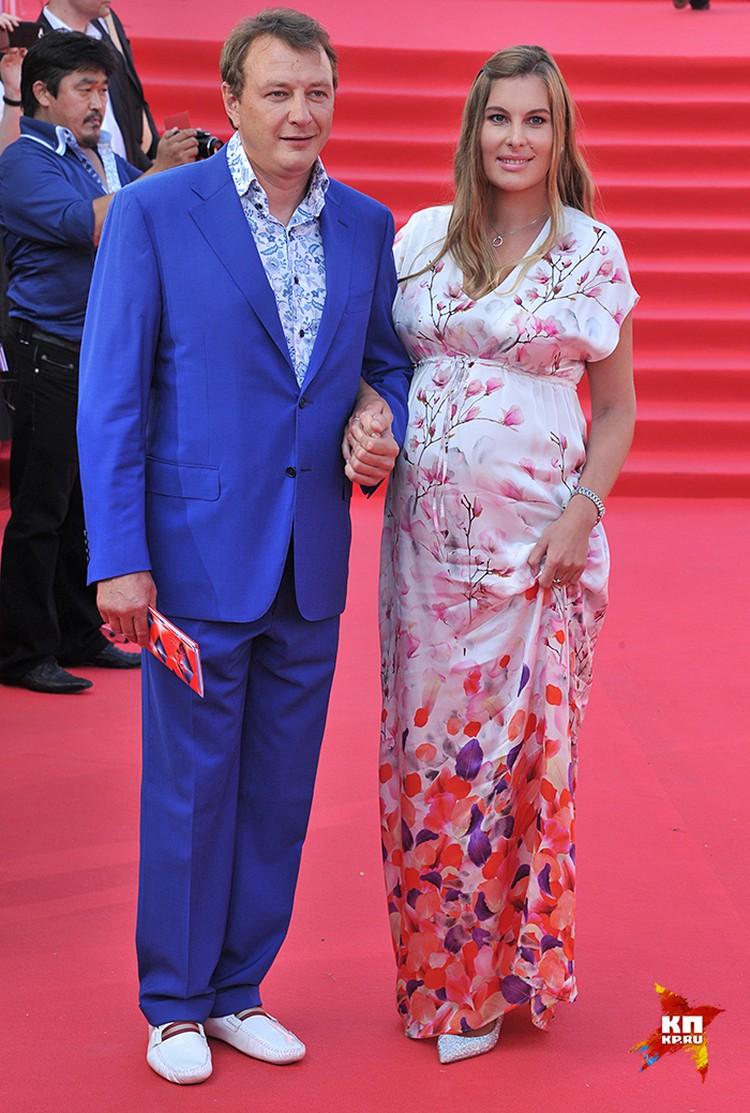 Марат Башаров вывел на красную дорожку беременную возлюбленную