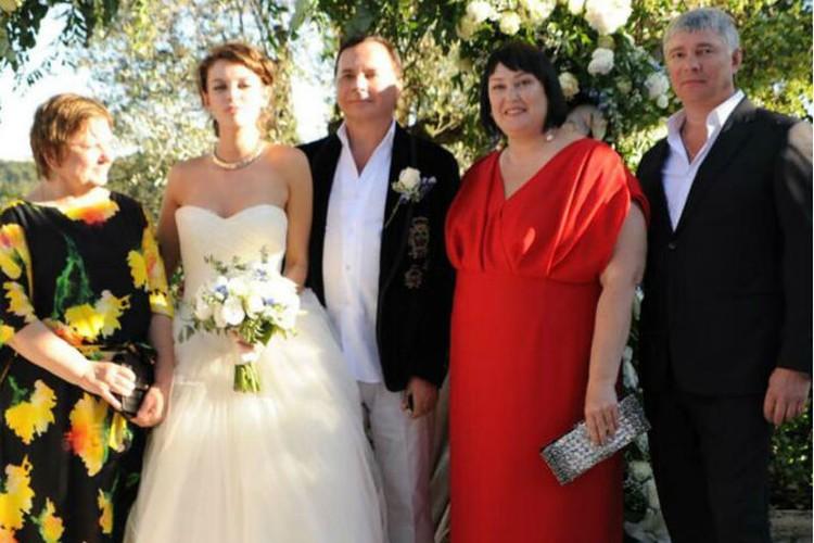 Справа на фото - родители Лизы. ФОто: Инстаграм Лизы АДАМЕНКО.