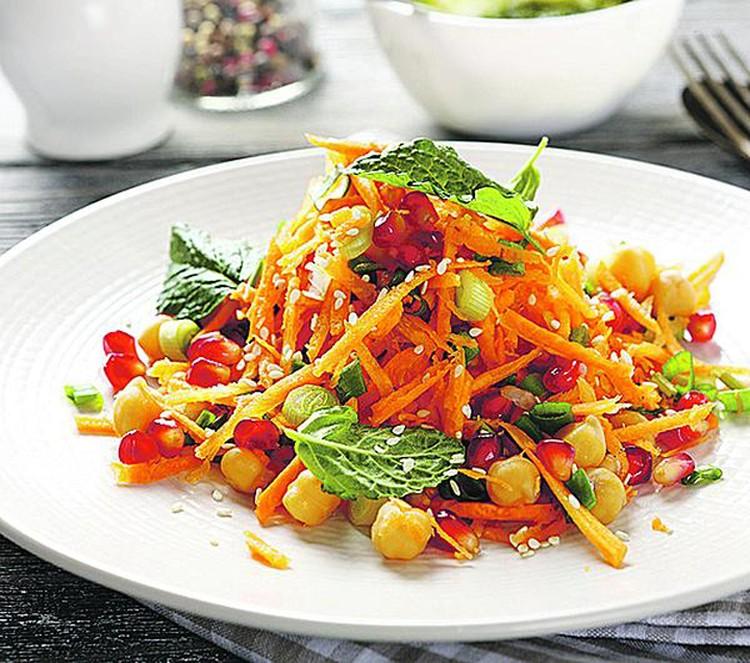 Салат с морковью и нутом. Фото: фотобанк Лори.