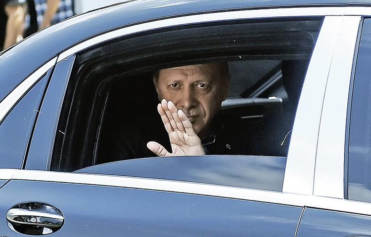 Но, похоже, напуганный Эрдоган всерьез начал закручивать гайки.