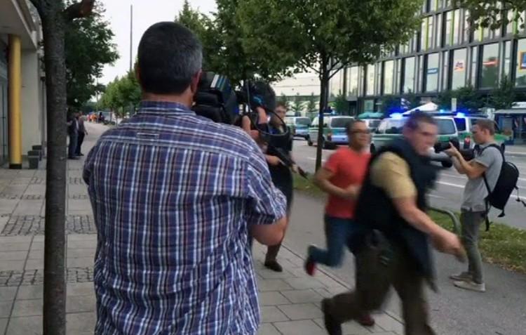 В эти минуты приходят сообщения о стрельбе в торговом центре «Олимпия» в Мюнхене