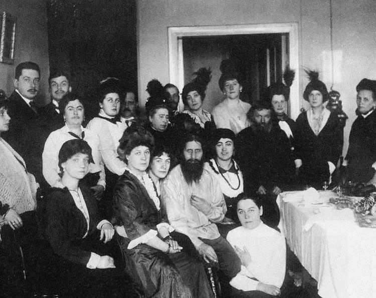 У знаменитого сибирского старца в дореволюционную эпоху были не только враги, но и масса поклонников.