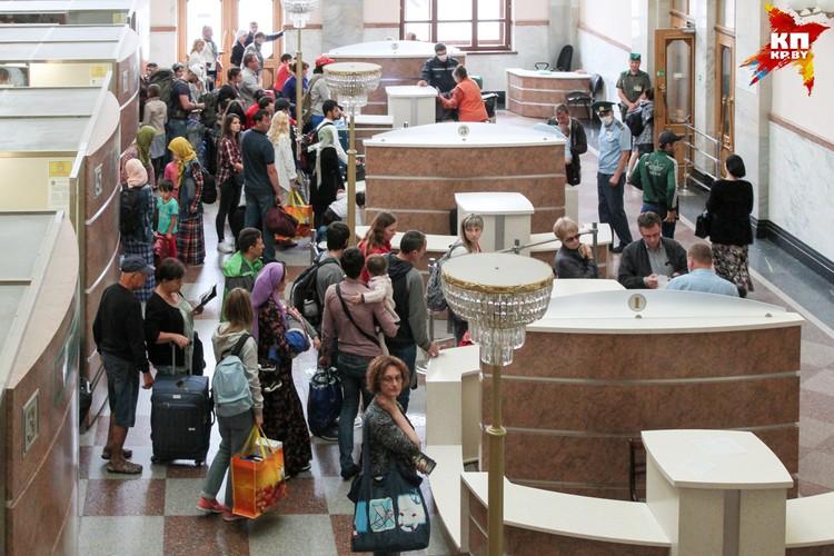 Каждый день утром беженцы пытаются уехать поездом Брест-Тересполь. В обед большинство возвращается.