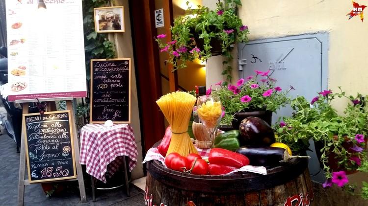 Даже в ресторан итальянцы умеют зазывать красиво.