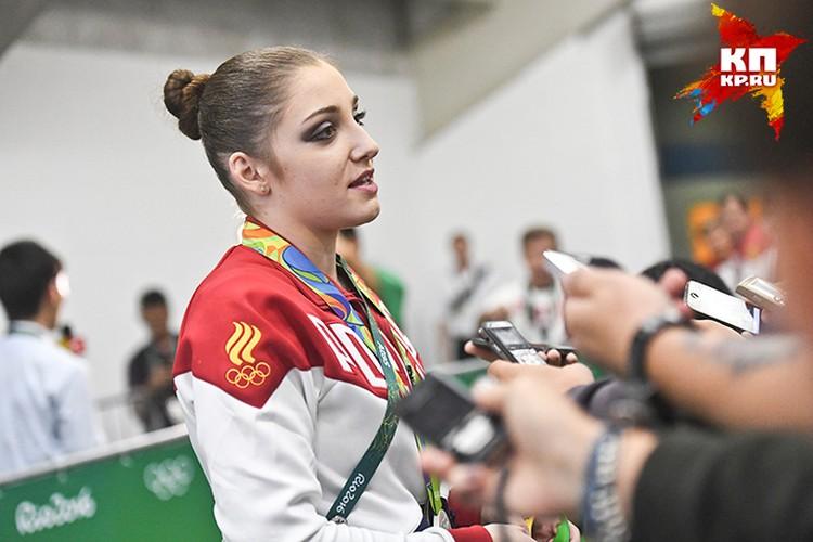 Золото за выступление на разновысоких брусьях досталось российской спортсменке Лии Мустафиной
