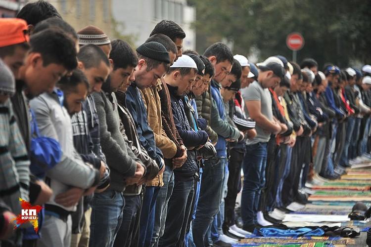 В понедельник в Москве мусульмане массово отметили Курбан-Байрам