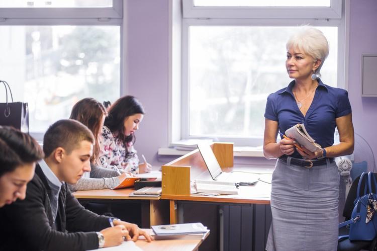 Ирина Трегубова во время уроков. Фото: Илья ЕВСТИГНЕЕВ