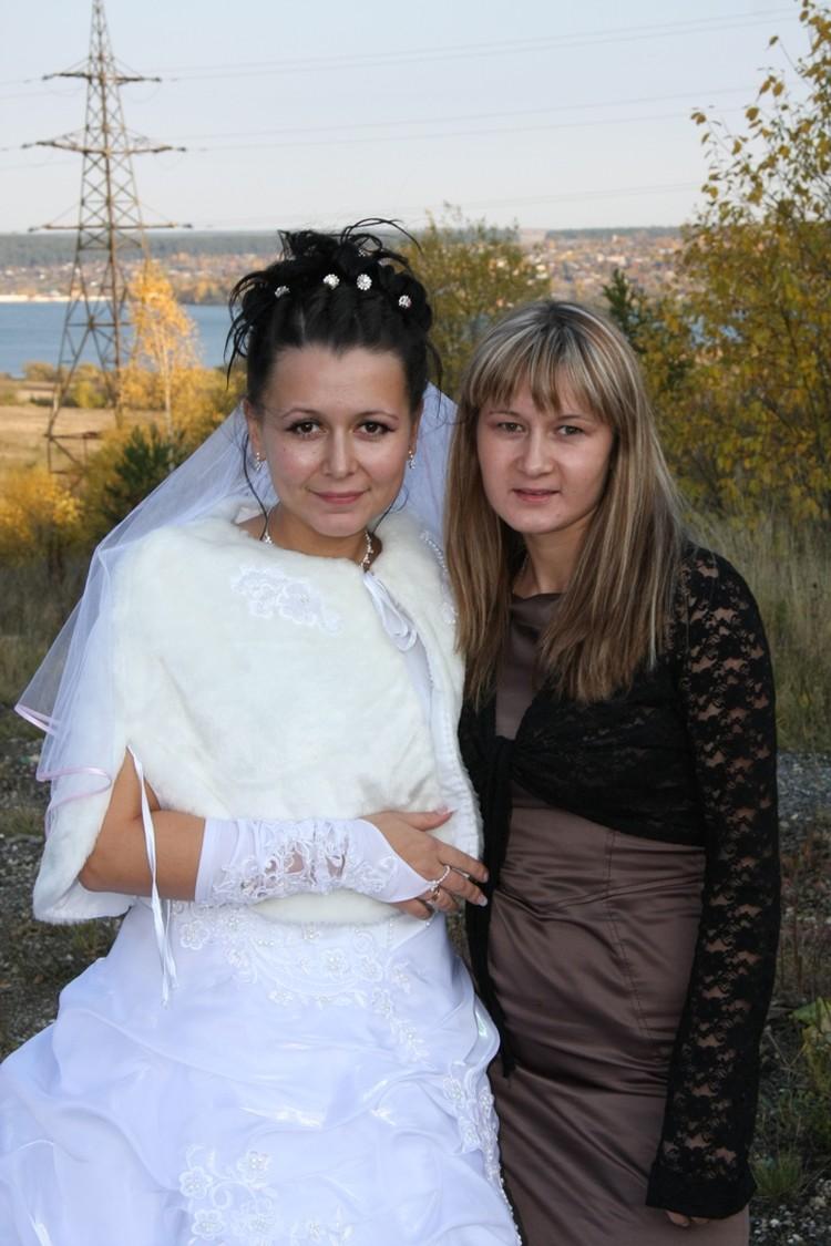 Ирина Фролова (на фото справа) получила 40% ожогов тела.