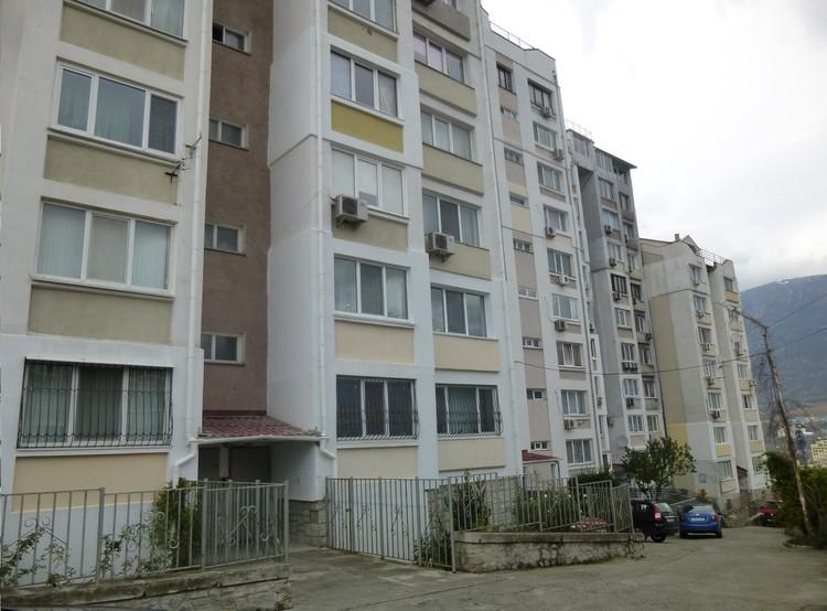 В этом доме находится квартира Квитко.