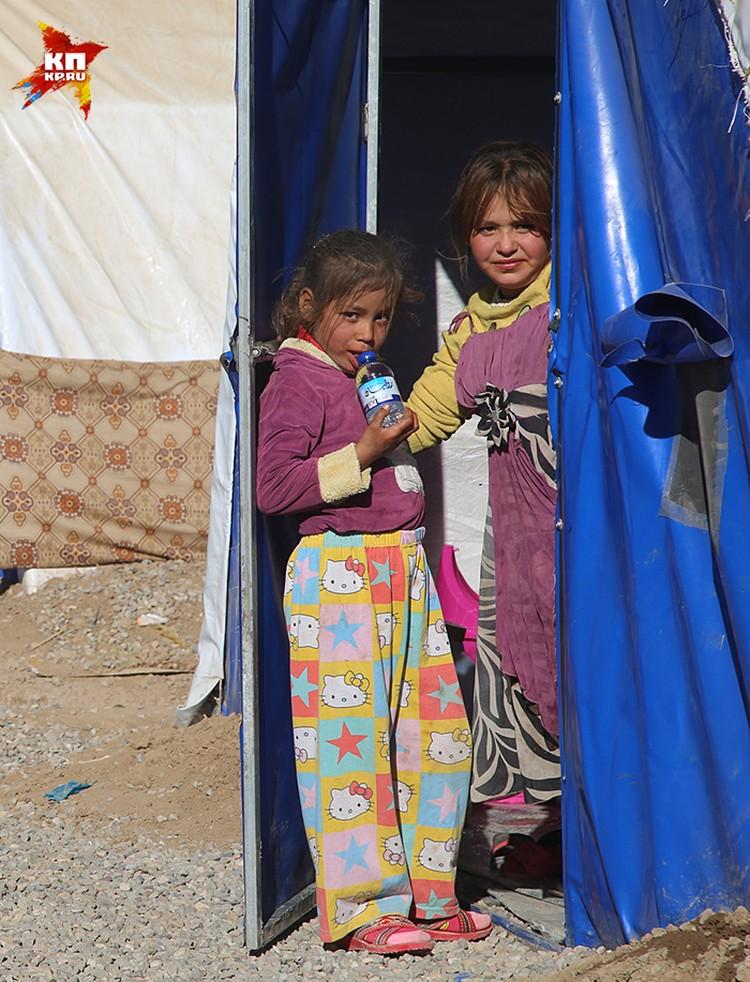 Кажется, что процентов 70 обитателей этого лагеря — дети