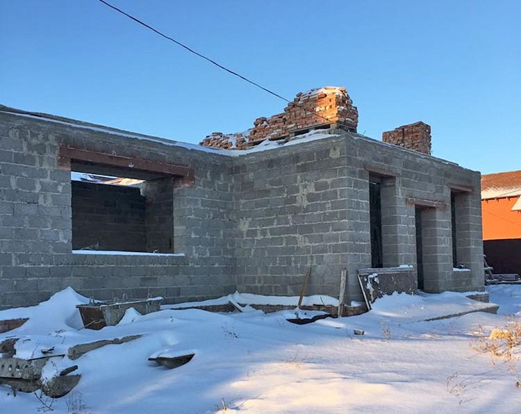 Это дом, который строила семья Вашуркиных в селе Смышляевка под Самарой.