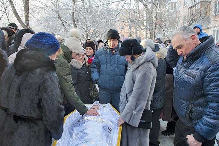 13 декабря в Самаре пропрощались с женой Дмитрия Вашуркина, Екатериной, которая погибла во время нападения.