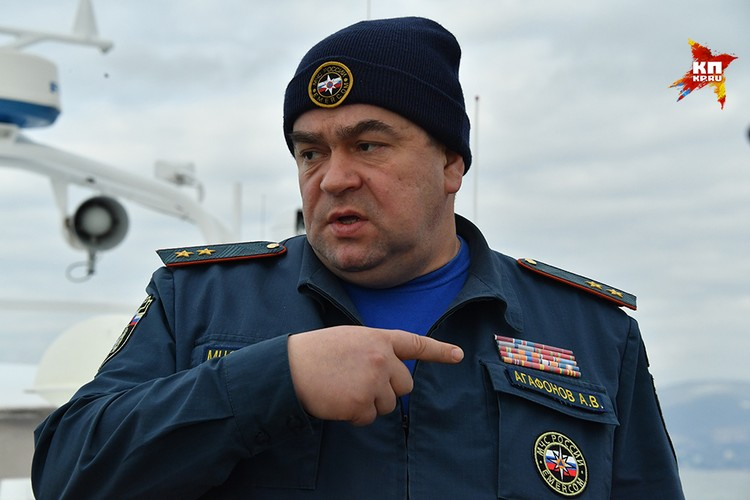 Группировкой спасателей руководит директор Департамента пожарно-спасательных сил и специальных формирований, генерал-лейтенант Александр Агафонов
