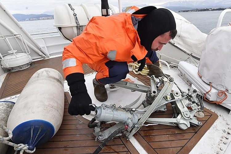 В Черном море продолжаются поисково-спасательные работы