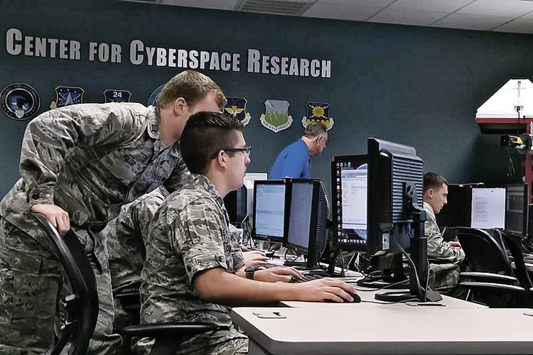 Хакеры, кибервойска спецслужб и тотальная прослушка каждого из нас - разбираемся, где мифы, а где правда. Фото: dividshub.net