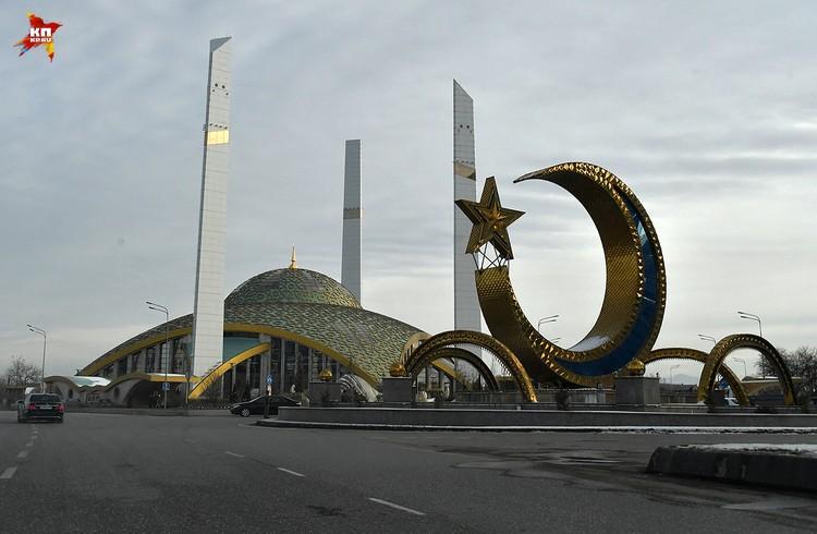 Мечеть имени Аймани Кадыровой,матери Рамзана, в городе Аргун построена в стиле хай-тек
