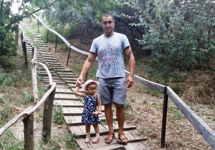 Теперь Арам сам воспитывает старшую дочь, которой всего 2 с половиной годика. Фото с личной странички героев публикации.