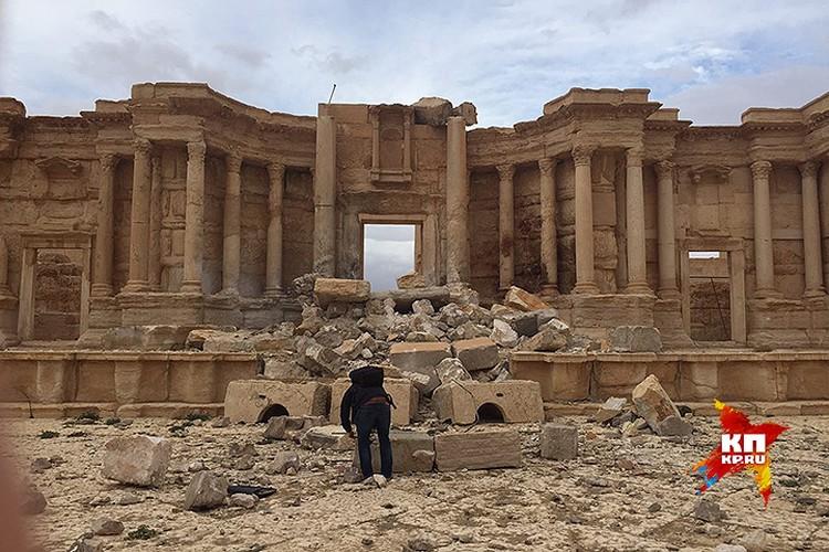 Разрушения в Амфитеатре Пальмиры.