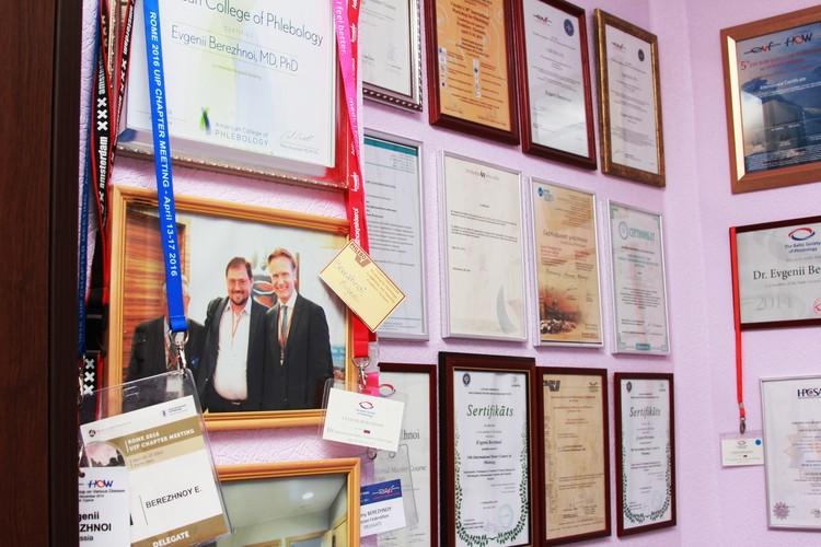 Евгений Юрьевич является членом Балтийского общества флебологов, Европейского венозного форума, Международного форума минифлебэктомии, Американской коллегии флебологов