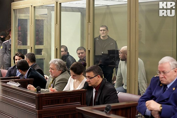 Банда цапков в зале суда