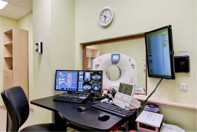 Сейчас у клиники два современных КТ и два МР-томографа. В планах – покупка еще одного.