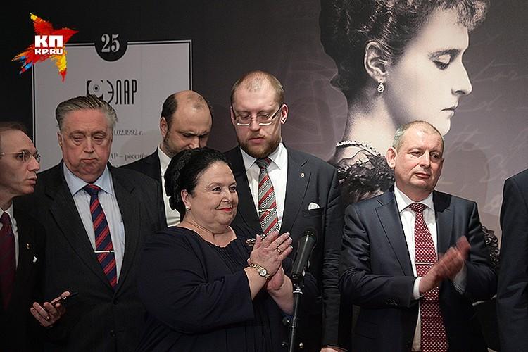 Почетные гости церемонии открытия выставки.