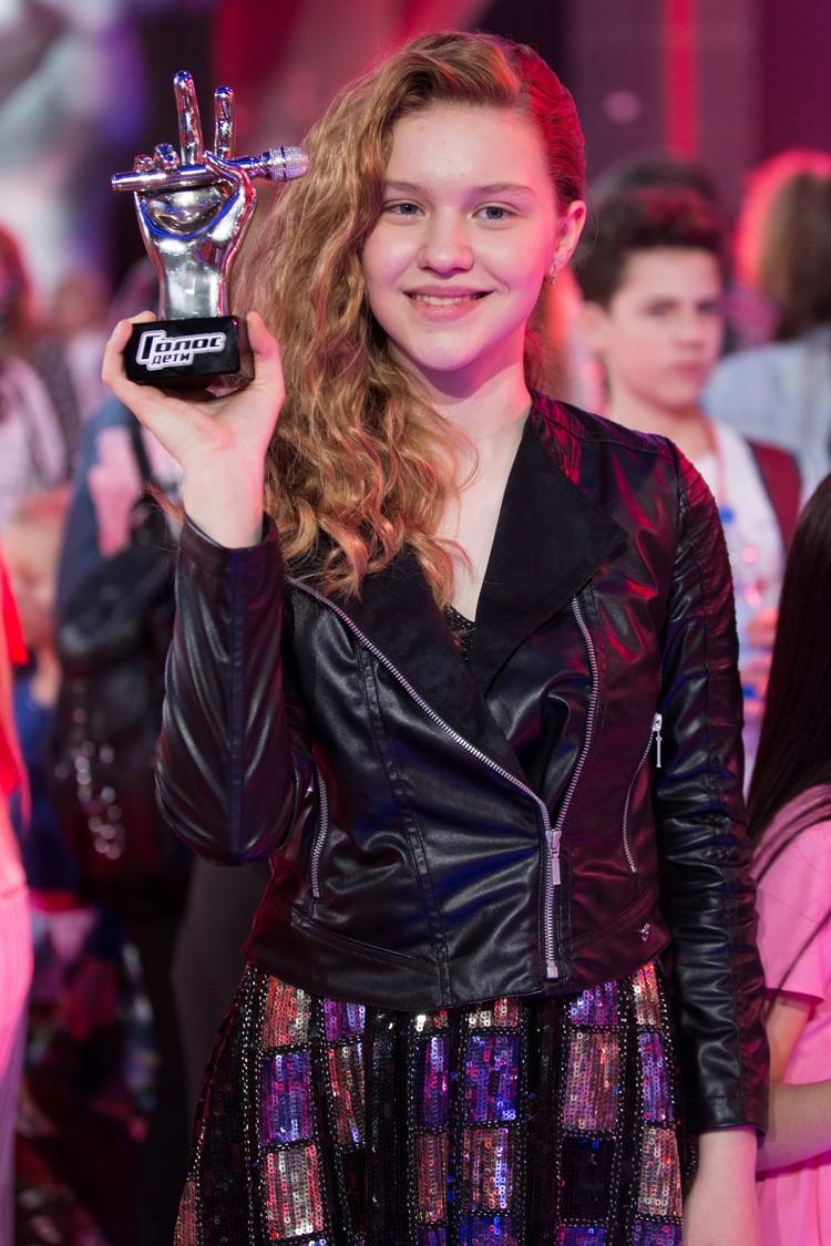 Когда объявили победительницу, 13-летняя Лиза Качурак застыла без эмоций на лице и долго не могла поверить в то, что это случилось. Фото: Екатерина СИМИНА