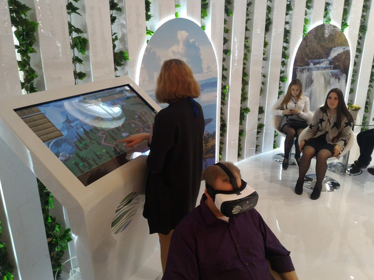 Участники конгресса осваивают новые технологии. Фото: Пресс-служба Года экологии Минприроды РФ