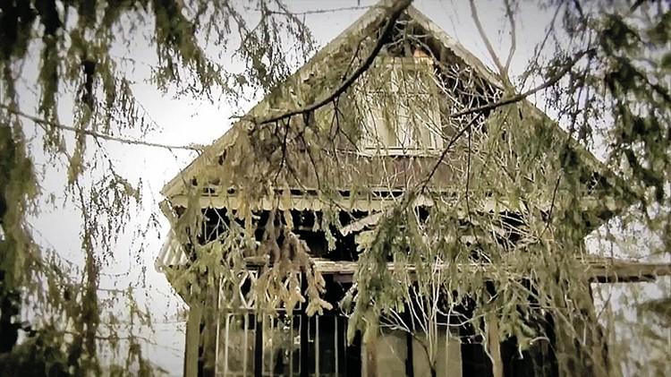 В этом доме и разыгралась трагедия. Антонина закопала тело в подполе. И потом продолжала жить в доме долгие годы.